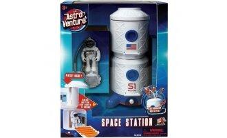 תחנת חלל עם אסטרונאוט